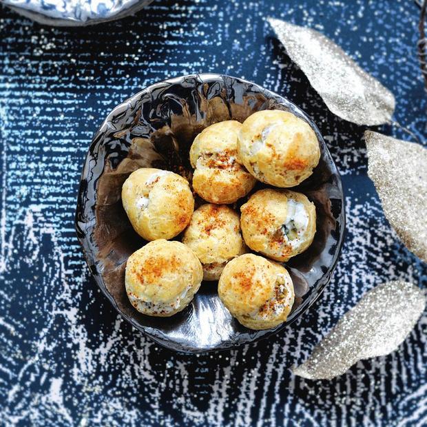 Choux au gorgonzola, poires, noix et piment d'espelette