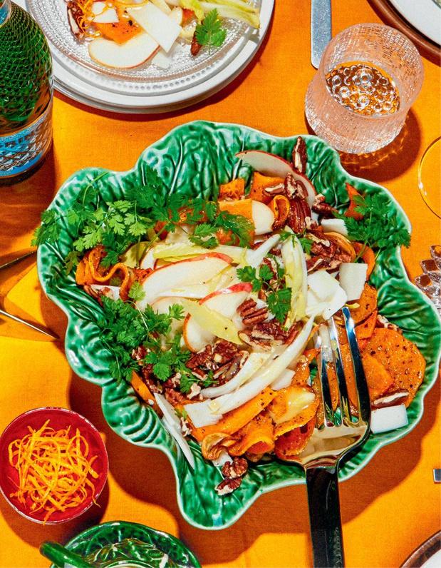 Entrée: Salade de potiron rôti, chicons, chèvre et noix de pécan grillées