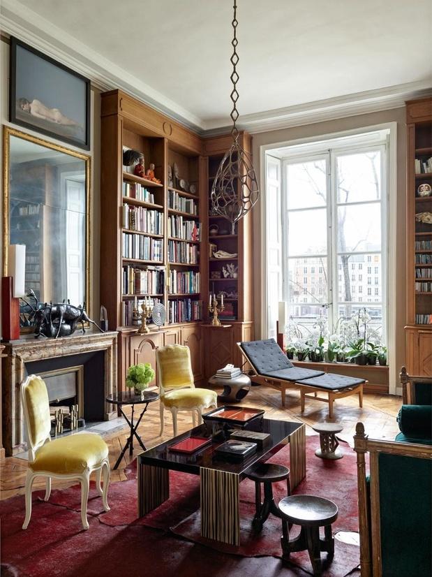 Sur l'Île Saint Louis, dans l'appartement à la déco éclectique du designer Hervé Van der Straeten