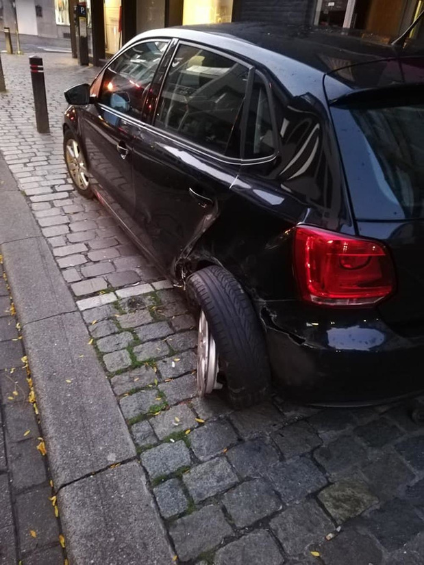 Vluchtmisdrijf na botsing met geparkeerde auto in Roeselare
