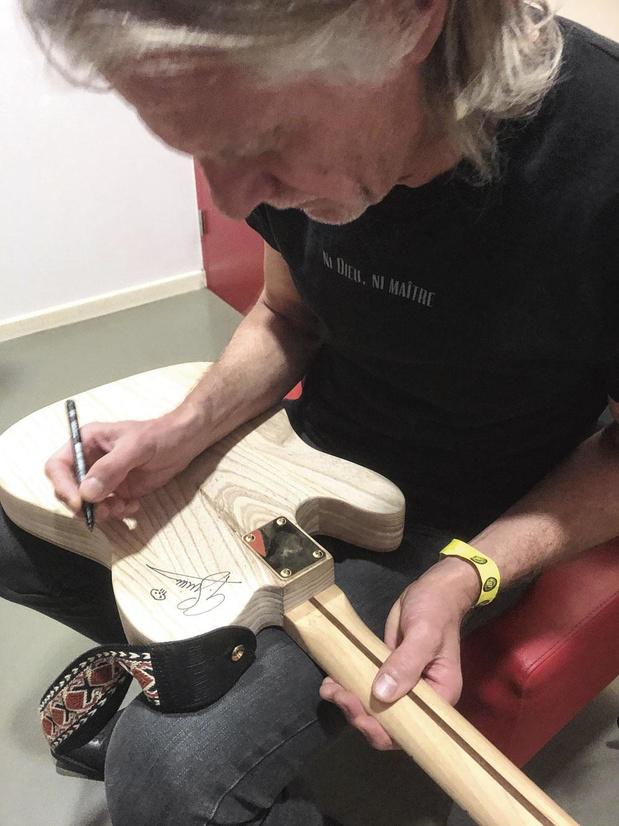 Dokters bouwen gitaar