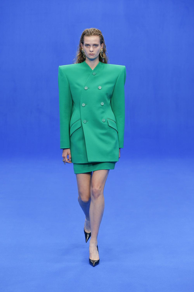 Paris Fashion Week: L'indispensable du jour, le Power dressing de Balenciaga