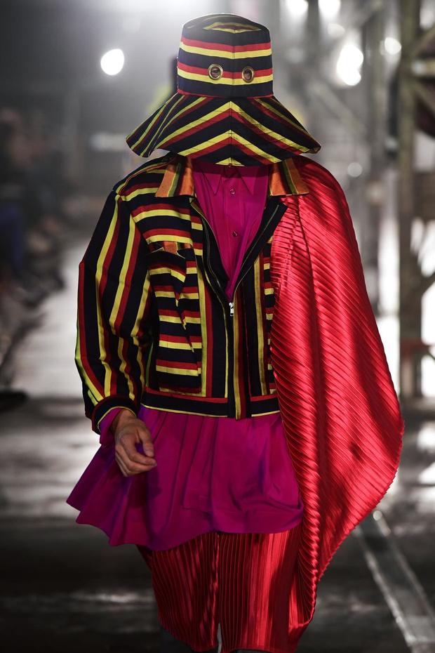 Les étudiants de la Cambre mode(s), futurs grands de la mode, défilent à Kanal-Centre Pompidou