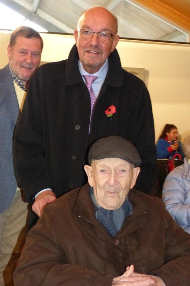 Wie stuurt Albert (101) uit Harelbeke een kaartje?