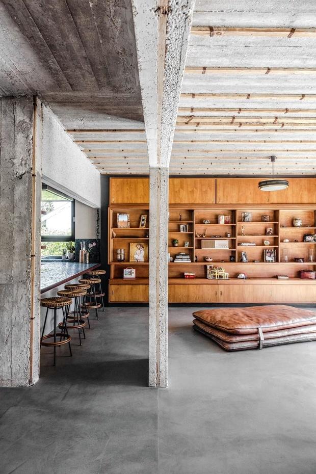 Binnenkijken in een Brusselse bungalow: 'In de zomer voelt dit aan als een vakantiehuis in Californië'