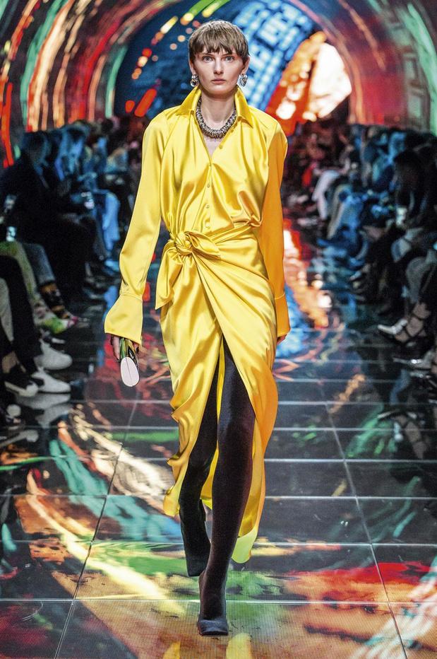 Comment porter le jaune cet été?