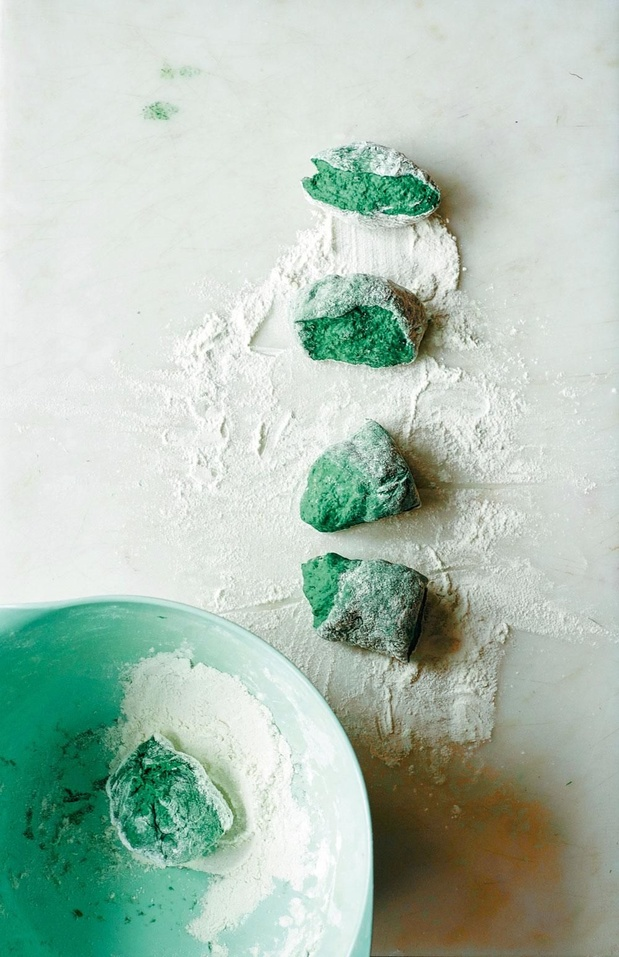 Groene plat-broodjes met spirulina