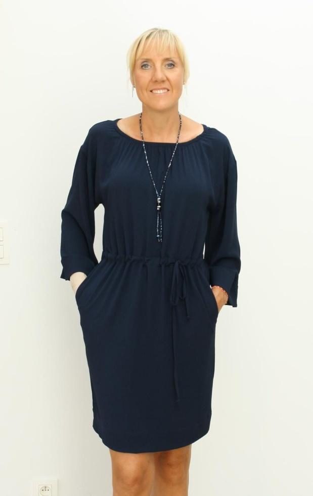 Autrefois atteintes du cancer du sein, ces femmes conçoivent des vêtements élégants adaptés au lymphoedème