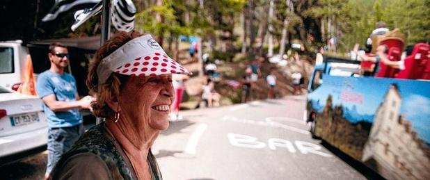 """""""Tour et détours"""" ou l'histoire de ces camping-cars qui jonchent les cols du Tour de France"""