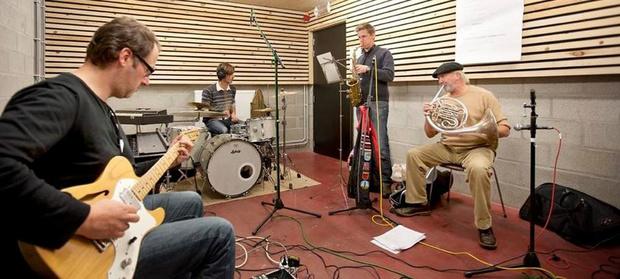 Muzikanten halen slag thuis: Kortrijk investeert in repetitieruimtes in Track