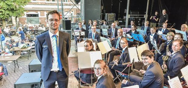 """Stadsharmonie Wervik heeft nieuwe dirigent en uniform: """"Dit orkest wil vooruit"""""""