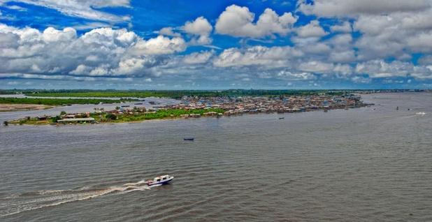 Afrikaanse rivieren verzuurd en verkleurd door westerse kledingproductie