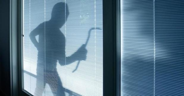 Inbrekers vermomd als arbeiders met fluo hesjes slaan toe in De Panne
