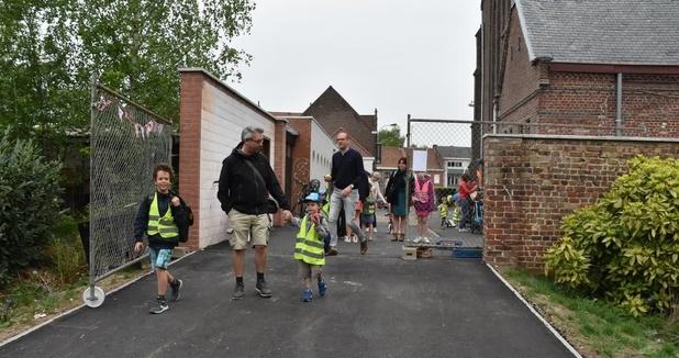 Nieuwe veilige doorgang naar Bissegems schooltje open