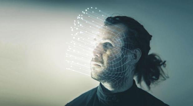 Controversieel AI-bedrijf aangeklaagd voor het gebruik van foto's zonder toestemming