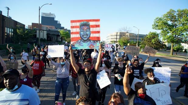 Protesten VS: vijf politieagenten gewond na beschieting