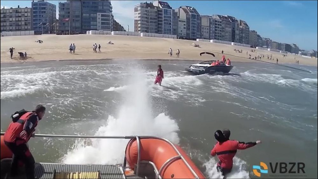 Speedboot spoelt bijna aan op strand Knokke door motorpech