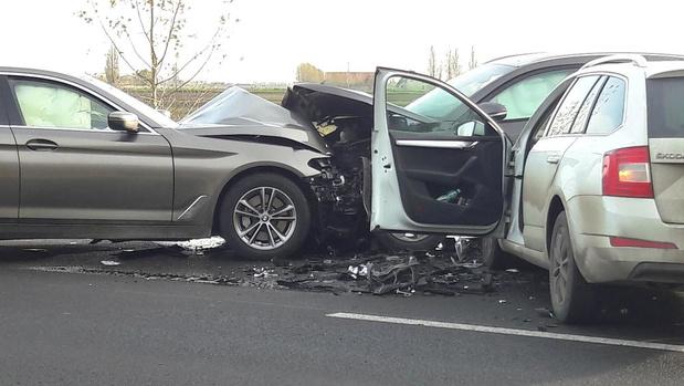 Drie gewonden naar ziekenhuis bij botsing tussen drie auto's