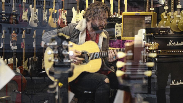 Guitare, une arme à six cordes