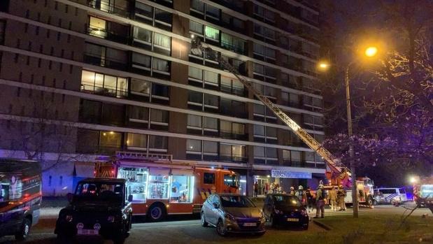 VIDEO - 20 appartementen geëvacueerd door verbrande kip