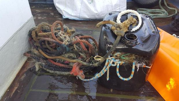 4,5 ton afval bovengehaald bij schoonmaak van scheepswrak de Westhinder