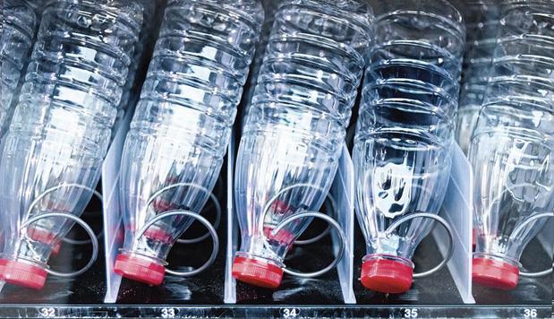 SFO bannit les bouteilles en plastique