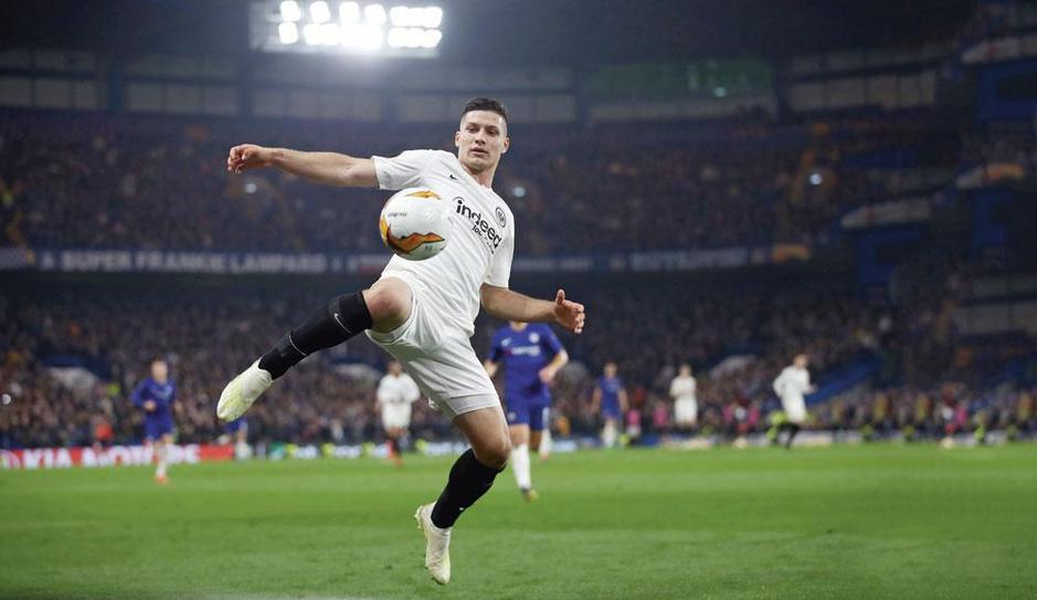 Wat Mouscron te maken heeft met Luka Jovic, de vervanger van Benzema bij Real