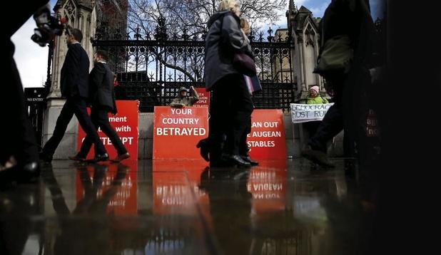 Brexit: le profond déchirement du parti conservateur, en pleine crise de nerfs