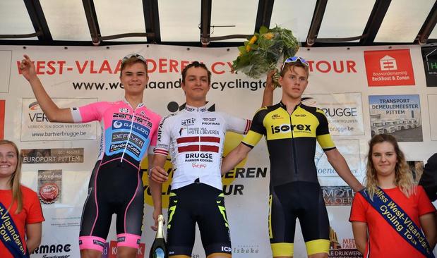 Letste kampioen Toms Utsupts wint massaspurt in eerstse rit West-Vlaanderen Cycling Tour