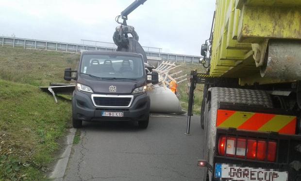 Vrachtwagen verliest lading in Wevelgem