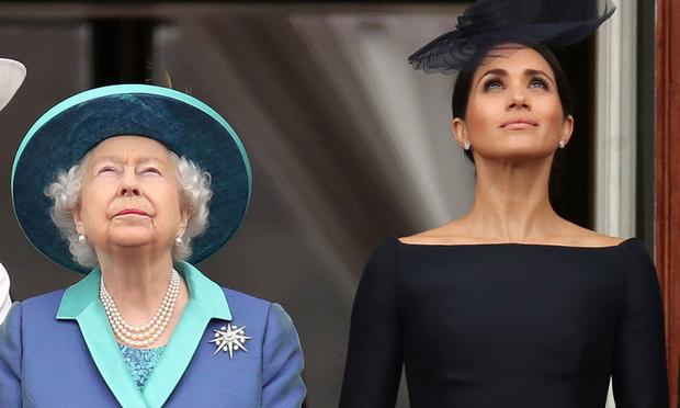"""A regret, la reine laisse Harry et Meghan voler vers leur """"nouvelle vie"""""""