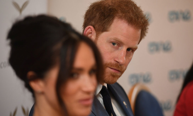 """Le prince Harry convoqué chez la reine pour trouver une solution au """"Megxit"""""""