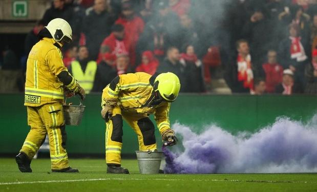 Clasico arrêté: match à huis clos, défaite par forfait et 5.000 euros pour Anderlecht
