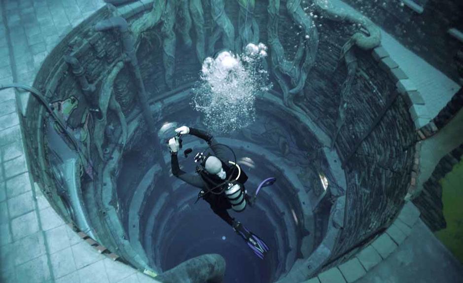 Dubaï: une ville engloutie dans la piscine la plus profonde du monde
