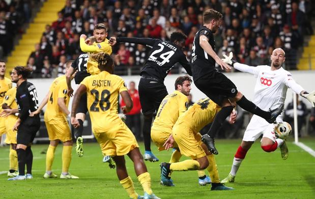 Strijdvaardig Standard verliest nipt in Frankfurt