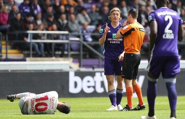Bornauw risque un match de suspension après son exclusion face au Standard