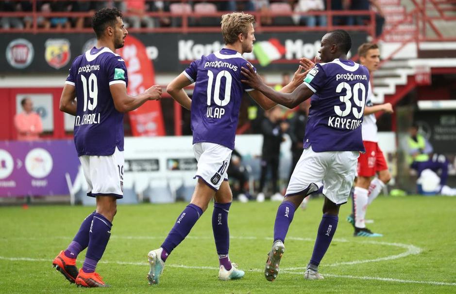 IN BEELD - KV Kortrijk legt Anderlecht over de knie