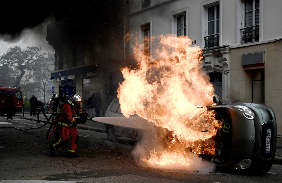 Gilets jaunes: vives tensions à Paris (en images)