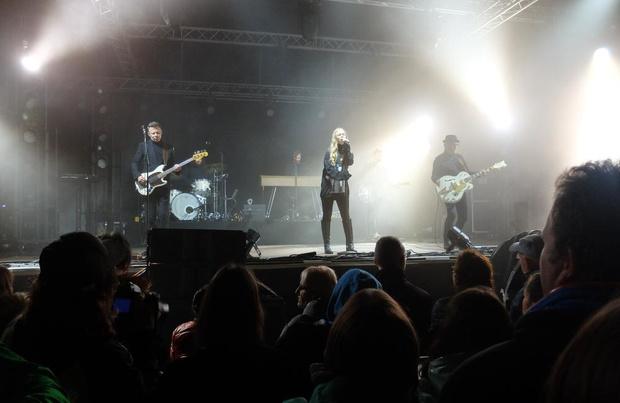 Regen spelbreker tijdens optreden van Hooverphonic in Veurne