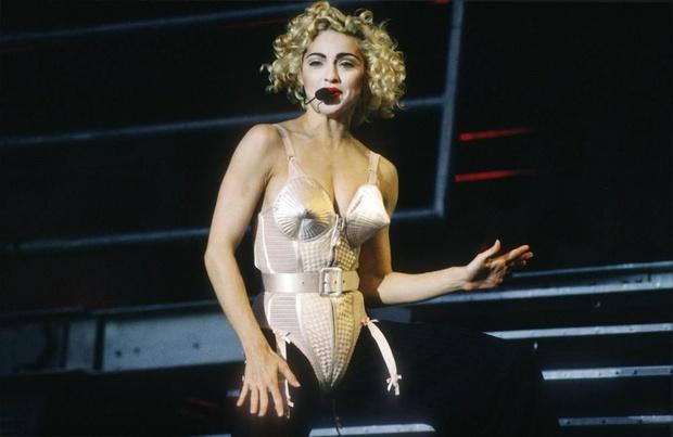 Madonna en Jean Paul Gaultier: twee handen op een borst