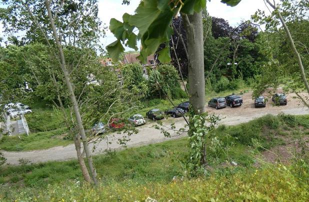Steeds meer wildparkeerders parkeren gratis aan Brugse Katelijnepoort