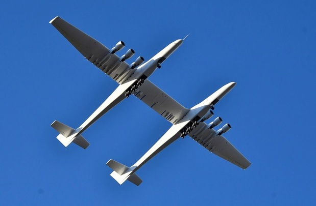 Grootste vliegtuig voltooit eerste testvlucht