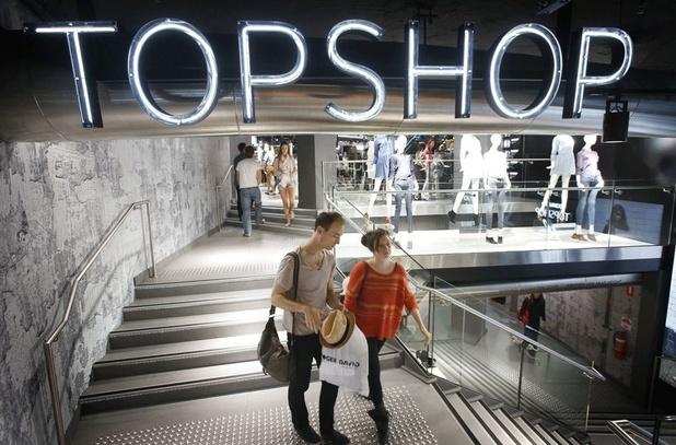 Les magasins de vêtements Topshop ferment au Royaume Uni, supprimant 2.500 emplois