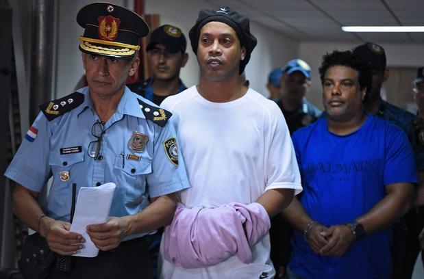 """Ronaldinho après sa sortie de prison: """"je n'aurais jamais imaginé que je passerais par là"""""""