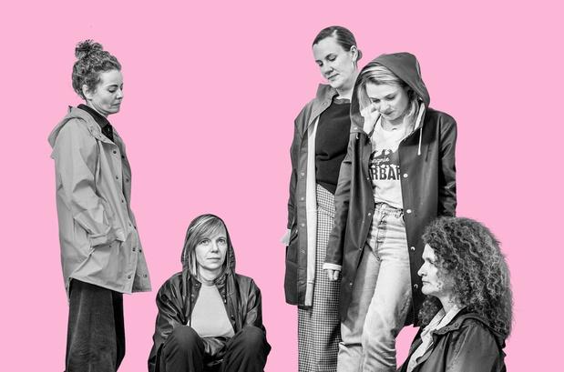 """Compagnie Barbarie: 'Ook de genuanceerde pers blijft een vrouwencollectief vaak een curiosum vinden: """"Wat leuk van die mama's!""""'"""