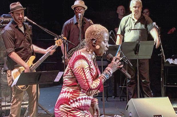 Les Chanteuses de soul de l'Afrique à l'Europe