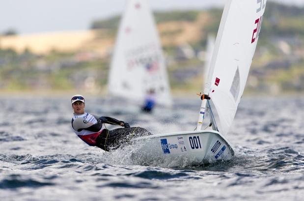 Emma Plasschaert rukt op na zege in derde regatta