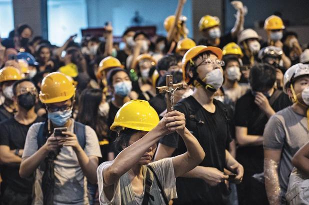 Hong Kong: entre prières et colère