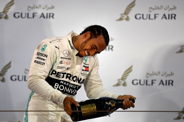 Lewis Hamilton profite de la défaillance des Ferrari pour remporter le GP de Bahreïn