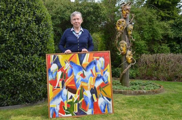 """Lucienne schenkt kunstwerk aan burgemeester: """"Ik haal inspiratie uit de dagelijkse dingen"""""""